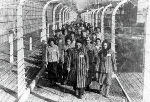 Prisioneros camino a la muerte.